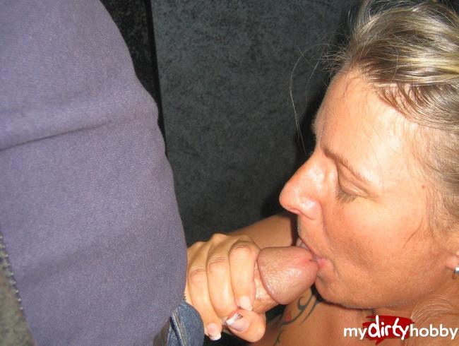 - Im Sexshop geblasen und geschluckt