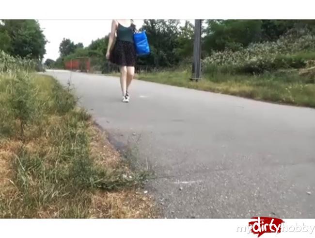 - Spanner-Creampie**Passant fickt mich 10 Meter neben dem Radweg*