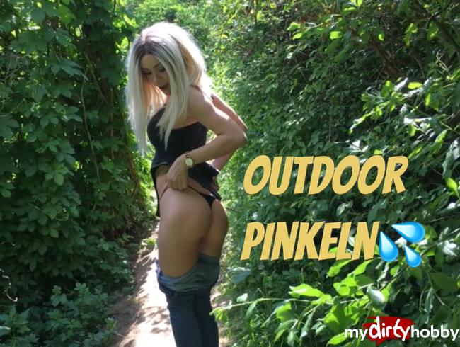 - Wild Pinkeln im Wald