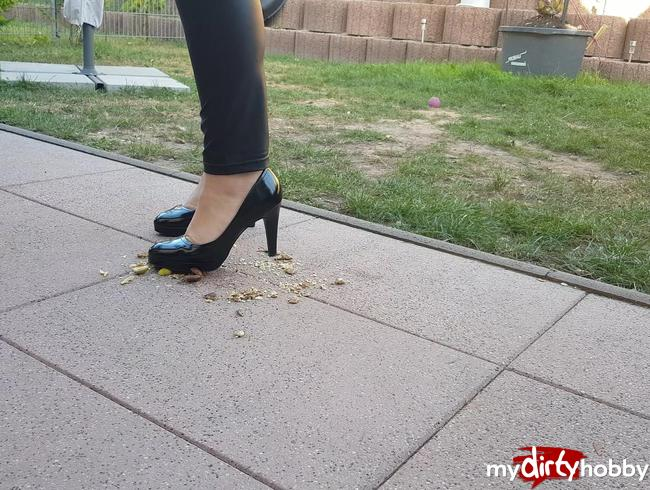 - Trampeling in Heels und Barfuß