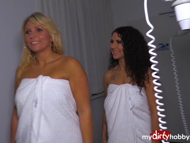 - Doppelblowjob mit Tatjana Young in der Schwimmbadumkleide!