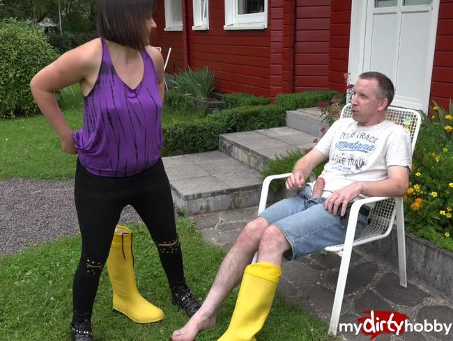 - Gärtner in den Regenstiefel gepisst!!!