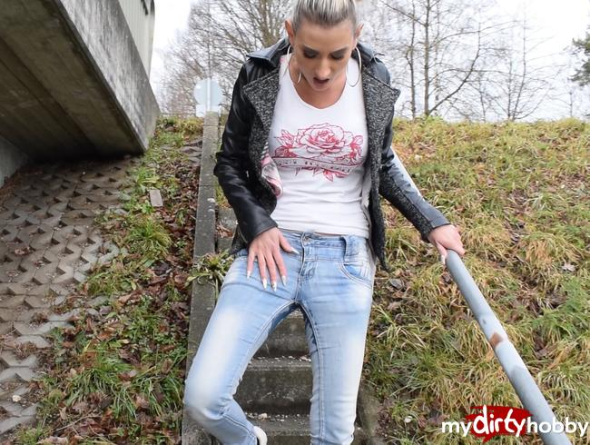 - Jeans Piss mit Outdoor Squirt