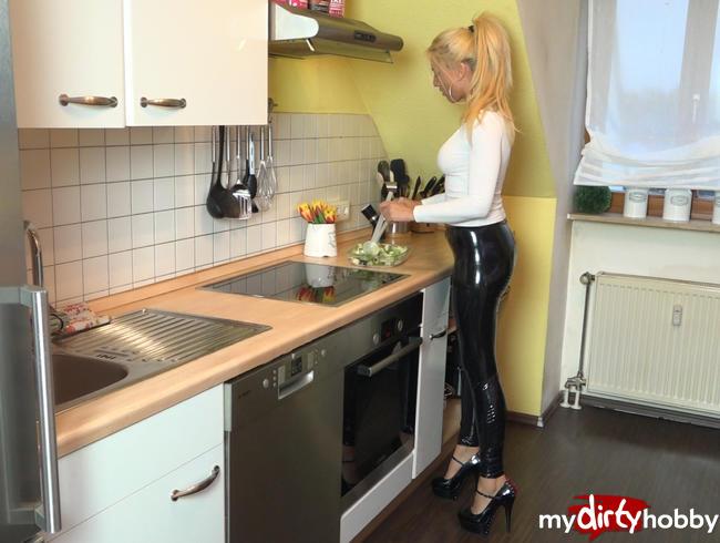 Daynia - Hemmungslos versauter Küchenfick | Andy zerfickt die Latex-Prallarsch-Anal-Fickfotze! 3Loch mit A2M