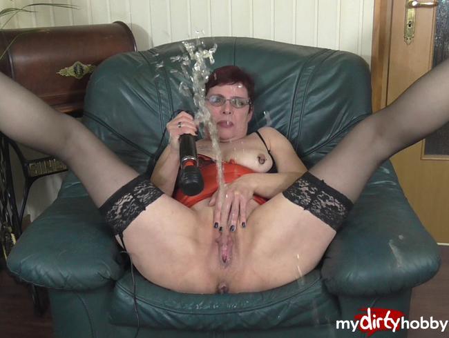 - Was für ein Orgasmus, so geil kann eine Frau squirten!!!