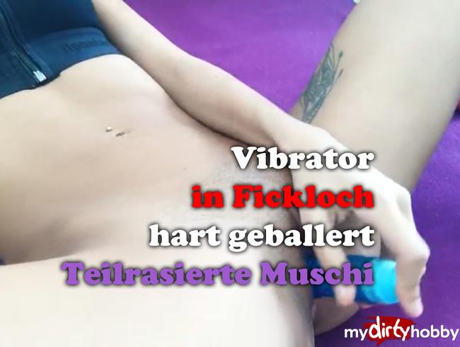 - Wunsch Clip: Teilrasierte Fickfotze wird hart zum Orgasmus mit Vibrator gebracht